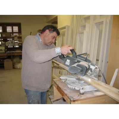 Unser Meister Martin Kleidorfer beim Leistenschneiden,  zuverlässig und sauber.
