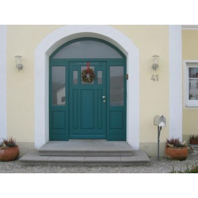 Sonderhaustüre mit Segmentbogen festverglast  mit 2 Seitenteilen wurde nach Kundenwunsch gefertigt